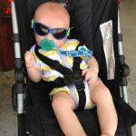 猛暑日の赤ちゃん散歩は危険!幼児の外遊びは影でも危ないのか?